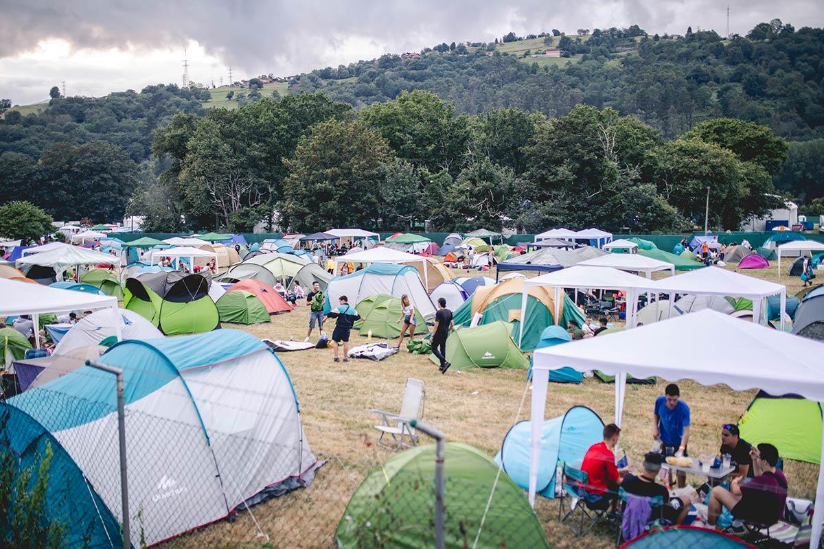 acampada-slide-1